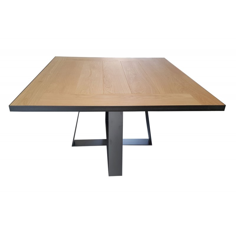 Grande table carree salle manger maison design for Grande table a manger