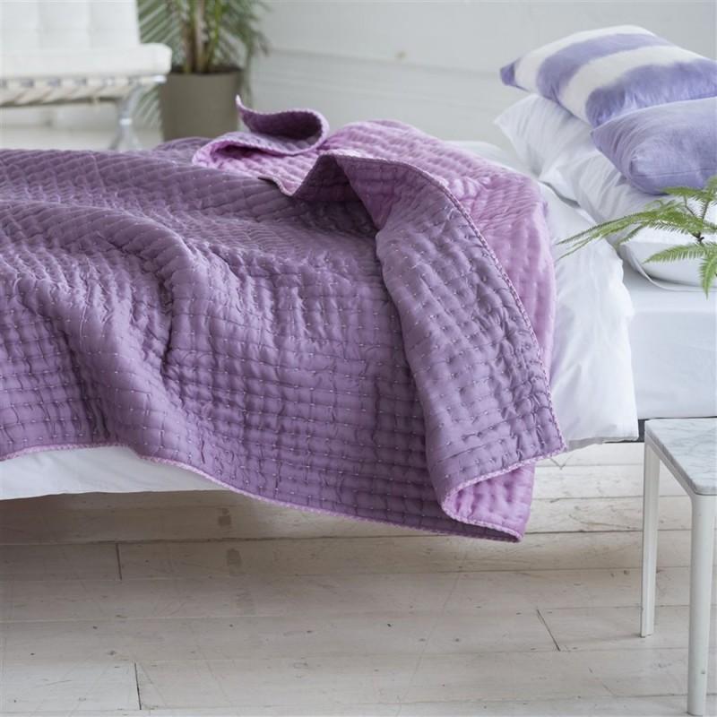 jet de lit chenevard damson magenta designers guild d co en ligne couvres lit. Black Bedroom Furniture Sets. Home Design Ideas